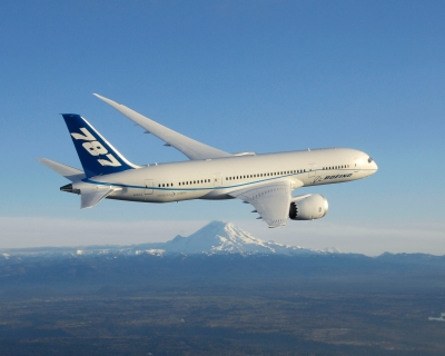 787 With Mt Rainier in DistanceK65116