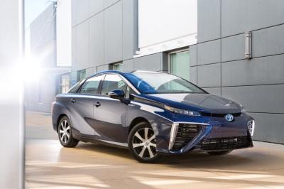 Toyota-Mirai-2014