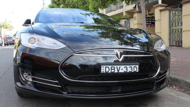2015_Tesla_Model_S_85D