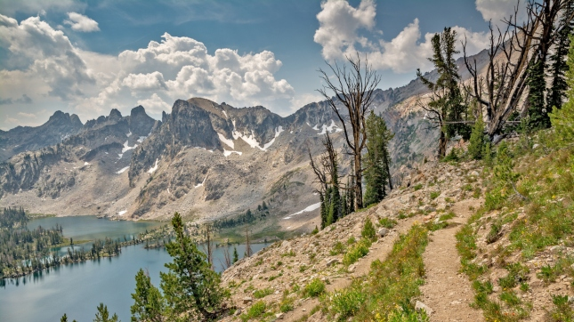 Mountain hilking trail leads the Idaho mountains