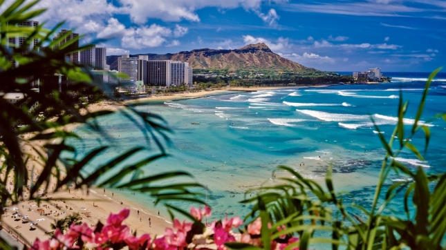 waikiki beach and diamond head in honolulu hawaii