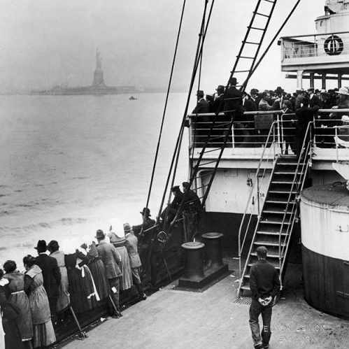 immigrants_approaching_statue_of_liberty