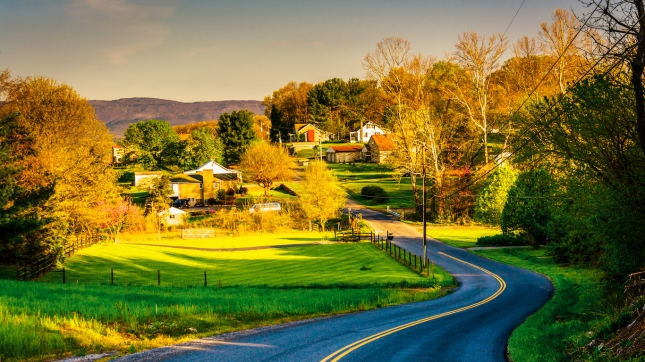 Windy country road in the Shenandoah Valley, Virginia.