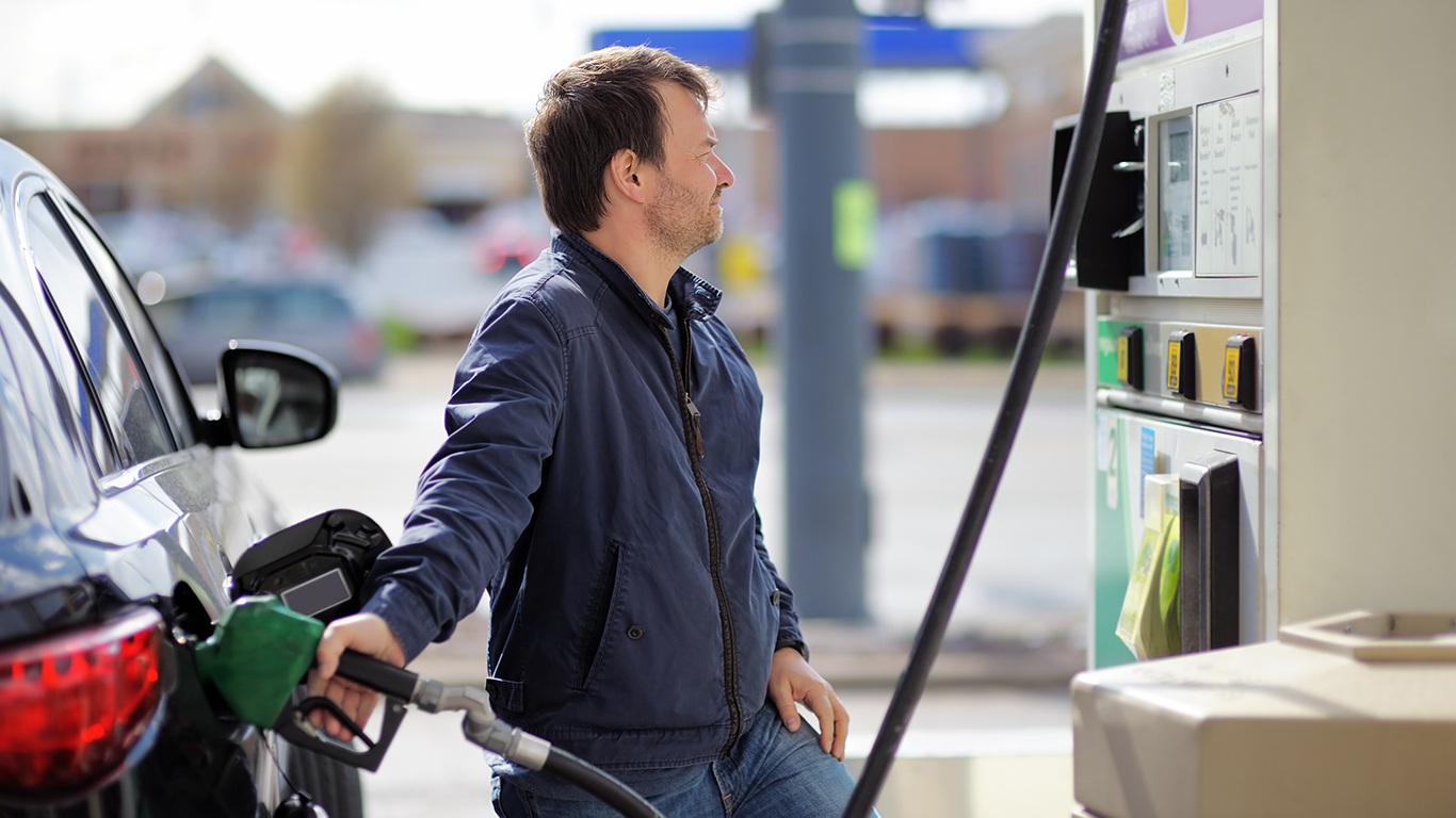 Aaa Fuel Gauge >> 10 States With The Lowest Gas Prices Get Government Help